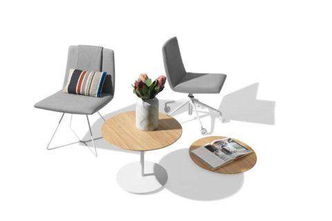 MSM Loungestuhl FF12 grau gepolstert weißes Gestell mit Beistelltisch