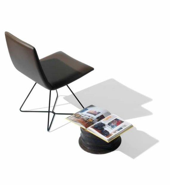 MSM Loungestuhl FF12 gepolstert mit braunem Leder Gestell schwarz