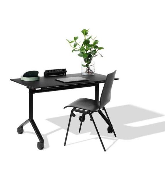 MSM Tisch Modell 222 schwarz klappbar mit schwarzem Stuhl als Arbeitsplatz