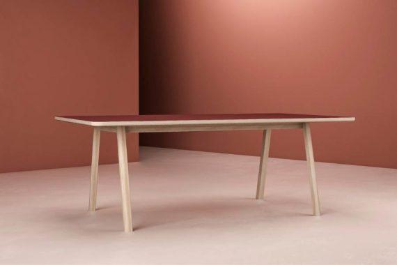 MSM Holztisch Lotte, massive Eiche, große Tischplatte burgundrot beschichtet