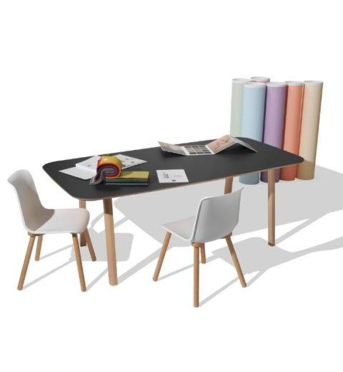 MSM Holztisch Lotte, massive Eiche, große Tischplatte schwarz beschichtet, mit MSM Stuhl FF3