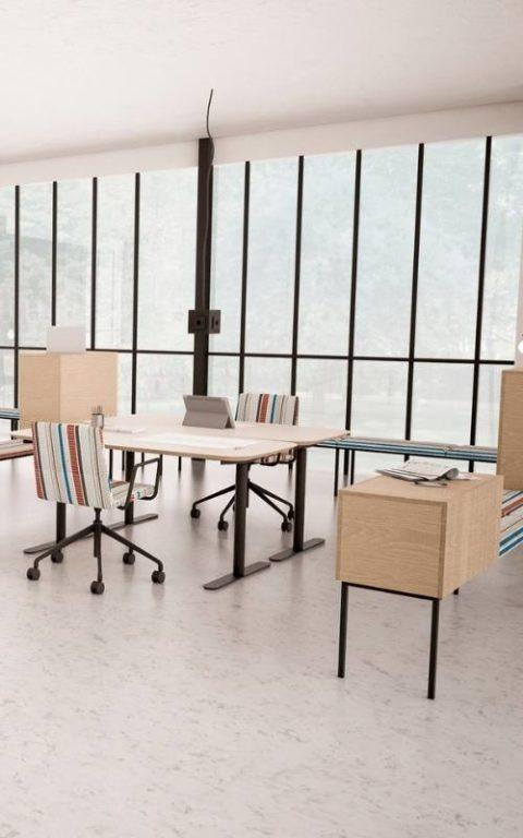 MSM Tisch Lotte Lift, Schreibtisch höhenverstellbar, Gestell weiß, Tischplatte matt grau beschichtet, mit MSM Stuhl FF11 und Sideboard Heinrich als moderne Büroeinrichtung