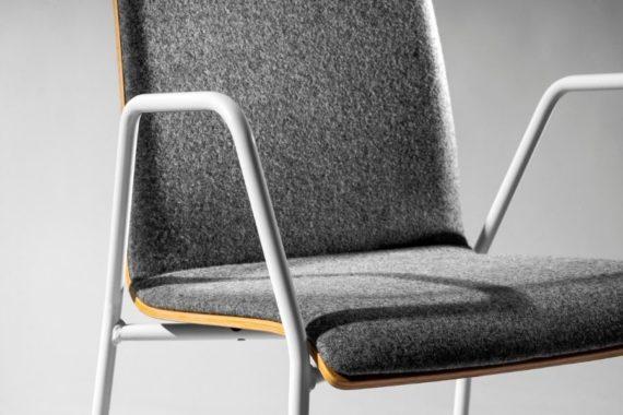MSM Stapelstuhl 3352 Sitzschale und weißes Gestell im Detail