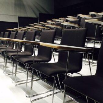MSM Stuhl 3311 Sitzschale schwarz gepolstert Gestell Chrom mit Schreibtablar