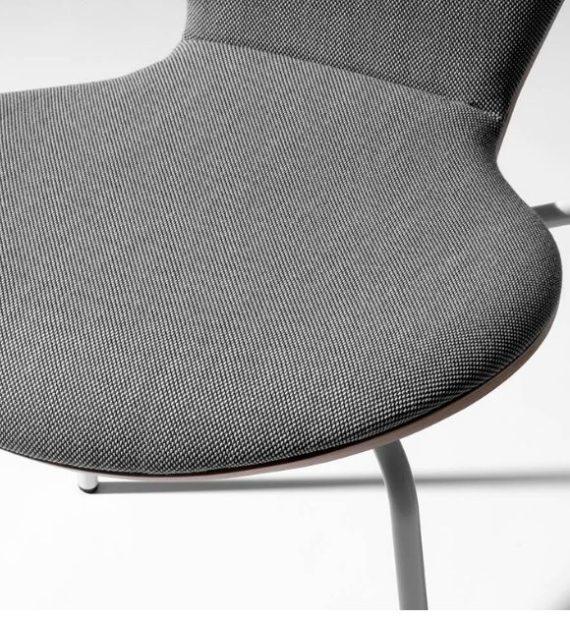 MSM Stapelstuhl Classic Modell 3345 Sitzschale im Detail mit grauer Polsterung