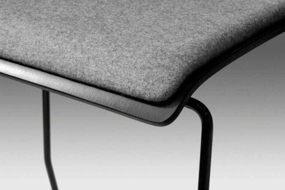 MSM Barhocker 3311 Nahaufnahme graue Sitzpolster