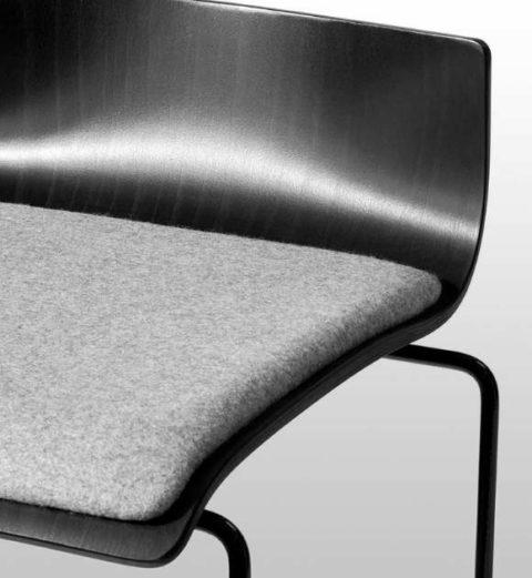 MSM Barhocker Detailbild grau gepolsterte Sitzfläche