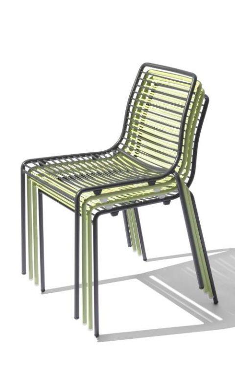 MSM Outdoor Stühle Margarete mit Gestell Volldraht grau und grün, gestapelt